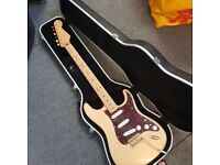 Fender Deluxe Player Stratocaster - Honey Blonde with hard case