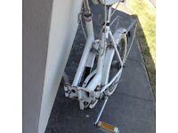 Universal white vintage folding bike in excellent condition,all original part 3 gear