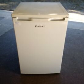 freestanding fridge in excellent condition can deliver