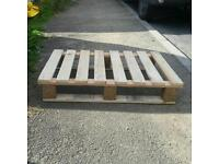 Small pallets approx half euro size 600 x 400 mm