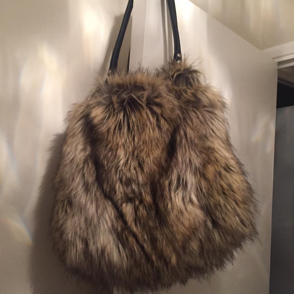 Funky faux fur shopper