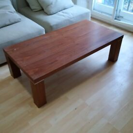 large modern coffee table in good condition can deliver