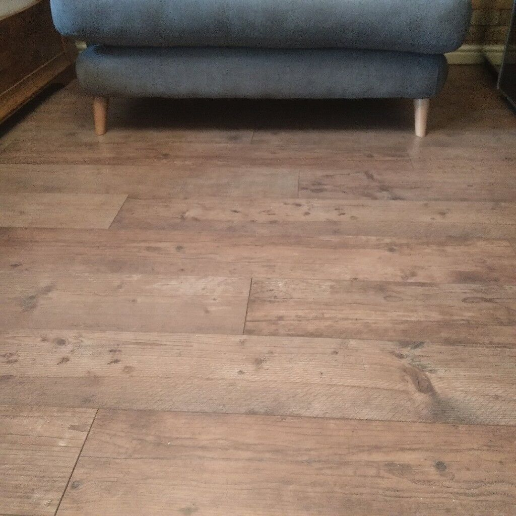Dark Rustic Oak Effect Laminate Flooring X4