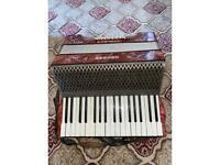 HOHNER CARMEN 2 accordian