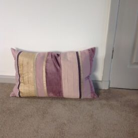 Patterned cushions with zip fasteners and feather pillowcases