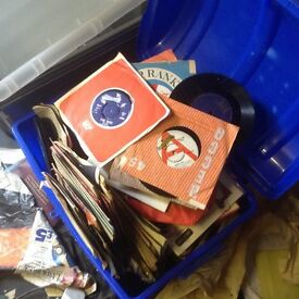 Very large collection of vinyl records. LPs, 45s, 78s, 1940s - 1970s. Approx 1500 in total.