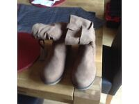 LADIES SIZE 5 BROWN BOOTS