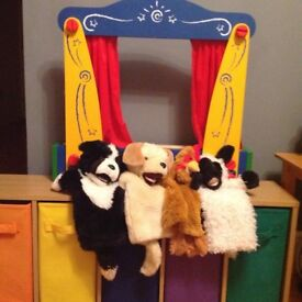 Puppet theatre including puppets