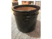 Large ceramic plant pot (great for storage)