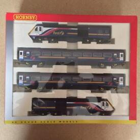 HORNBY R2299 CLASS 43 HST TRAIN PACK IN GWT BARBIE LIVERY V.1 PLUS EXTRA COACHES