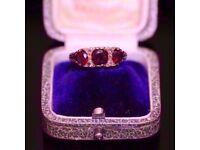 STUNNING VINTAGE VICTORIAN 9CT YELLOW GOLD GARNET & DIAMOND TRILOGY RING. SIZE O