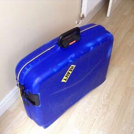 Large rigid wheeled suitcase