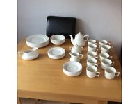 LINCOLN -WHITE DINNER /TEA SERVICE (40 PIECES)