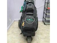Golf bag with battery trolley