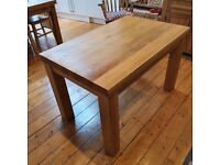 Oak dining table, 4-seater