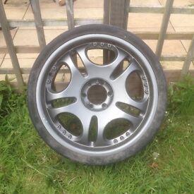 Alloy wheels 4x 22in 6stud £100
