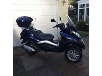 Piaggio MP3 Touring 300 cc 3 wheeler scooter 2011 ride on car licence