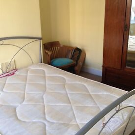 Nice double room in quality house, close to Seven Sisters all inclusive rent, suitable for a couple