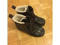 Boys' snow/winter boots GAP adult size 4