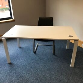 White office single desk, excellent condition
