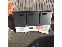 Polar 3 Door Counter Fridge 368Ltr. Nearly new and in very good condition