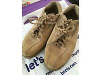 Girls Trainer in used condition size 7