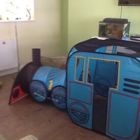 Pop up Thomas train play tent and tunnel