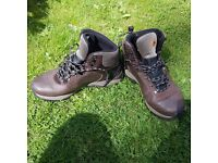Mens Merrell UK 8.5 Leather Hiking Boots