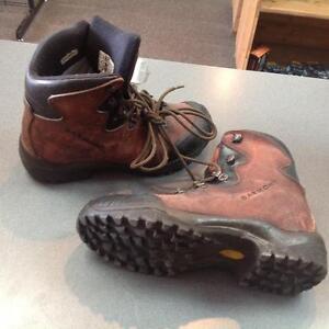 Garmont Hiking Boots (sku: XUDV81)