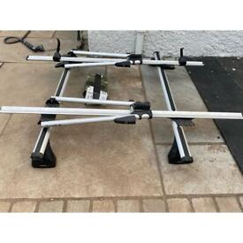 2x Exodus roof bars and 2x Bike Carriers (Halfords)
