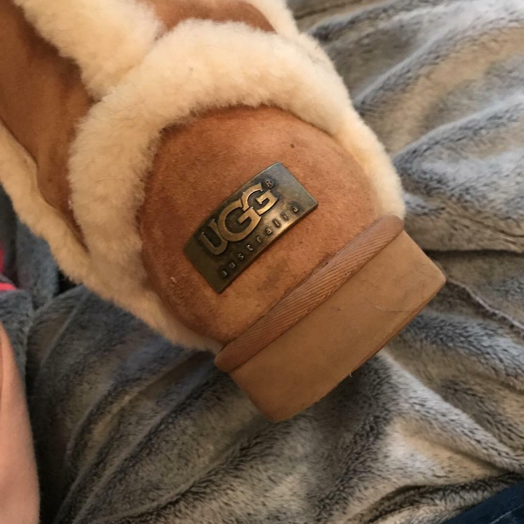 Woman's Genuine Ugg boots with fur trin