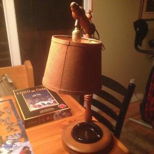 Petite lampe avec cendrier