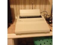 SILVER REED ELECTRONIC MEMORY TYPEWRITER (AS NEW)