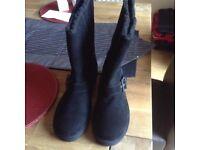 LADIES SIZE 5 BLACK SKECHERS BOOTS