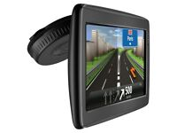 TomTom GO Live 820 GPS Sat Nav -UK & Ire Lifetime Maps, Bluetooth, Voice Control (no offers, please)