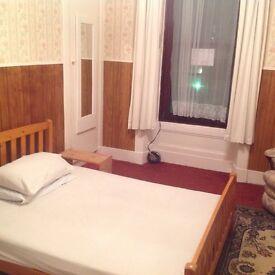3Bedroom Flat To Let in Crown Street