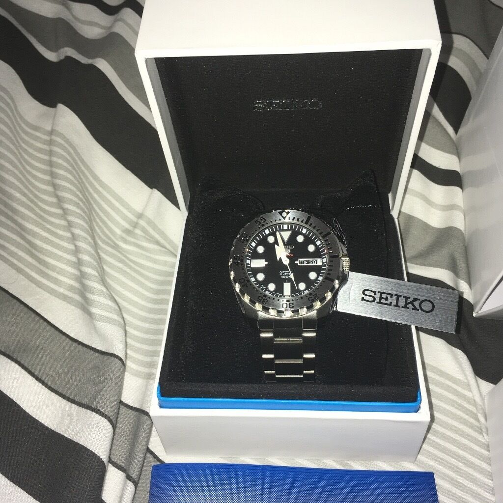 SEIKO SPORTS WATCH SRP 599 AS NEWin Rugby, WarwickshireGumtree - Seiko sport automatic 100 m 3 months old like new condition all tags boxes papers spare links cost £189 new, exhibition case back keeps good time, 4R36 movement winds and hacks made in Japan ,purchase Yorkshire watches no offers pls