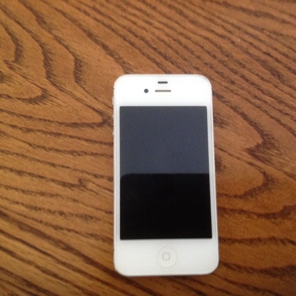 Iphone 4sin Southampton, HampshireGumtree - Good condition White 32gb Unlocked to all networks 3g/4g/bluetooth/wifi/siri etc No cracks etc Comes with charger No box im afraid