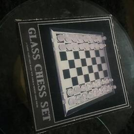 GLASS Forster and clear glass 32 pieces chess set.