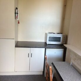 Bedsit to rent in Hillfield avenue N87DN