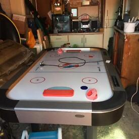 Arcade air hockey table