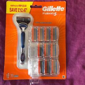 Gillette Fusion 5 razor + 11 blades