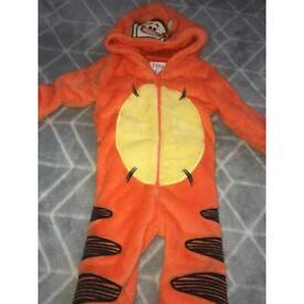 Tigger suit 6-9 months
