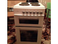 New World freestanding electric cooker ET50W 4 hotplates