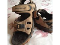 A PAIR OF SIZE 9 / 43 MENS MERRELL SANDALS