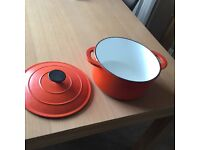 Cast iron cassorle dish & 1 cast iron pan & casserole dish & lid