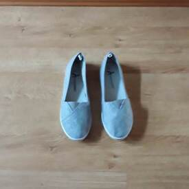 Ladies casual shoes size 6