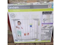 BRAND NEW LINDAM SAFETY GATE PRESSURE FIT.