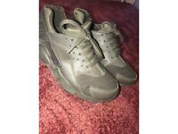 Nike Huarache Size 5
