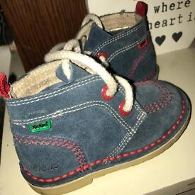 Infant boys size 6 suede kickers